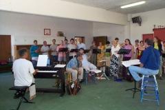 Ensemble-vocal-en-répétition-musiciens